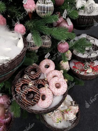 Vianočné dekorácie na stromček v tvare šišiek s čokoladovou a cukríkovou posýpkou