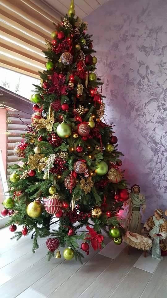 ozdobený umelý vianočný 3D stromček