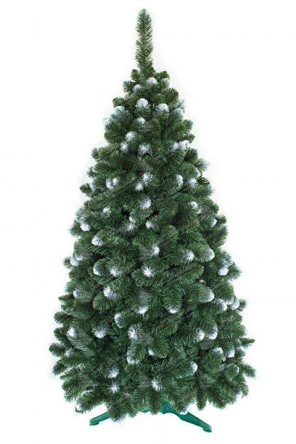 Umelý vianočný stromček s veľkým počtom vetvičiek. Niektoré končeky vetvičiek sú zafarbené do biela a tak pripomínajú sneh. Stromček stoji na umelom stojane .