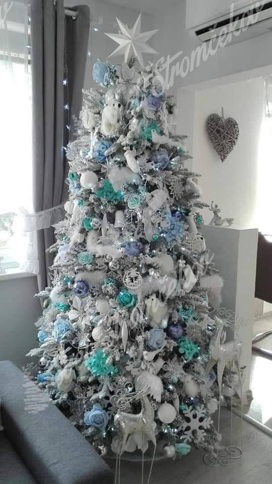 Ozdobený biely vianočný stromček 3D Smrek Kráľovský 210cm