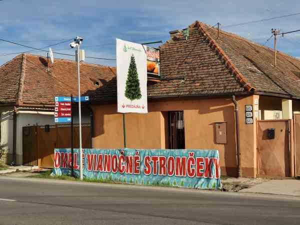 Predajňa umelých vianočných stromčekov v Bošanoch