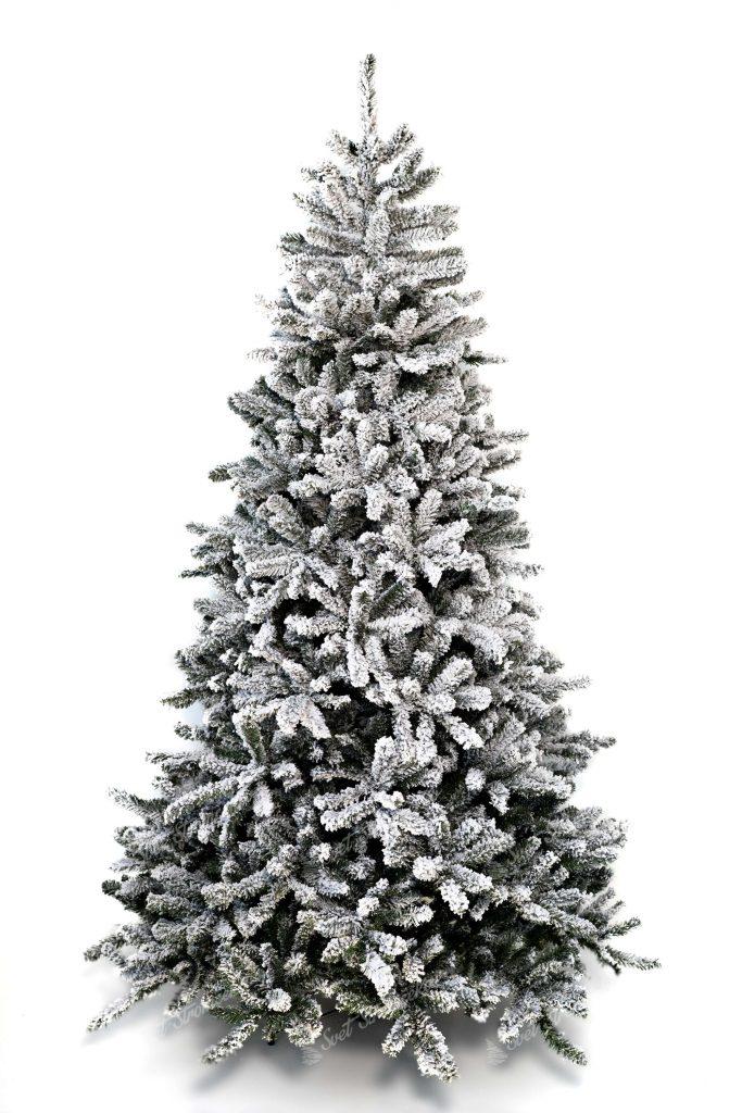 Vianočný stromček bielej farby. Celo zasnežený stromček.