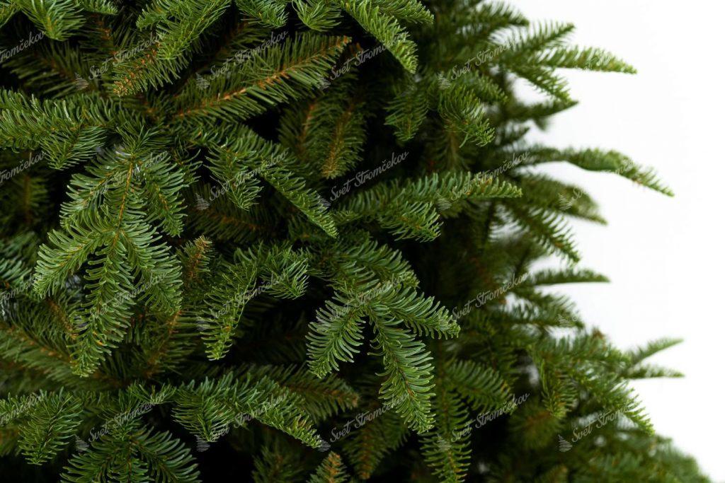 Detail vetvičiek 3D stromčeka Jedľa Kaukazská. 3D ihličie je na nerozoznanie od živého ihličia.