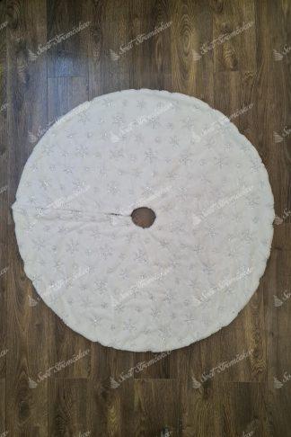 Biely koberec pod stromček so striebornými vločkami 90cm. Koberec okrúhleho tvaru bielej farby so striebornými vločkami s flitrov.