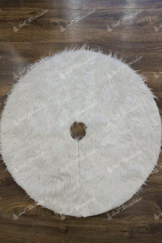 Biely koberec pod stromček. Huňatý biela koberec okrúhleho tvaru s dlhým, bielym chlpom.