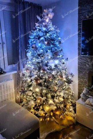 Vianočné osvetlenie na stromček Twinkly Strings gold edition. Svieti v odtieňoch bielej a zlatej, ktoré sa dajú medzi sebou kombinovať.