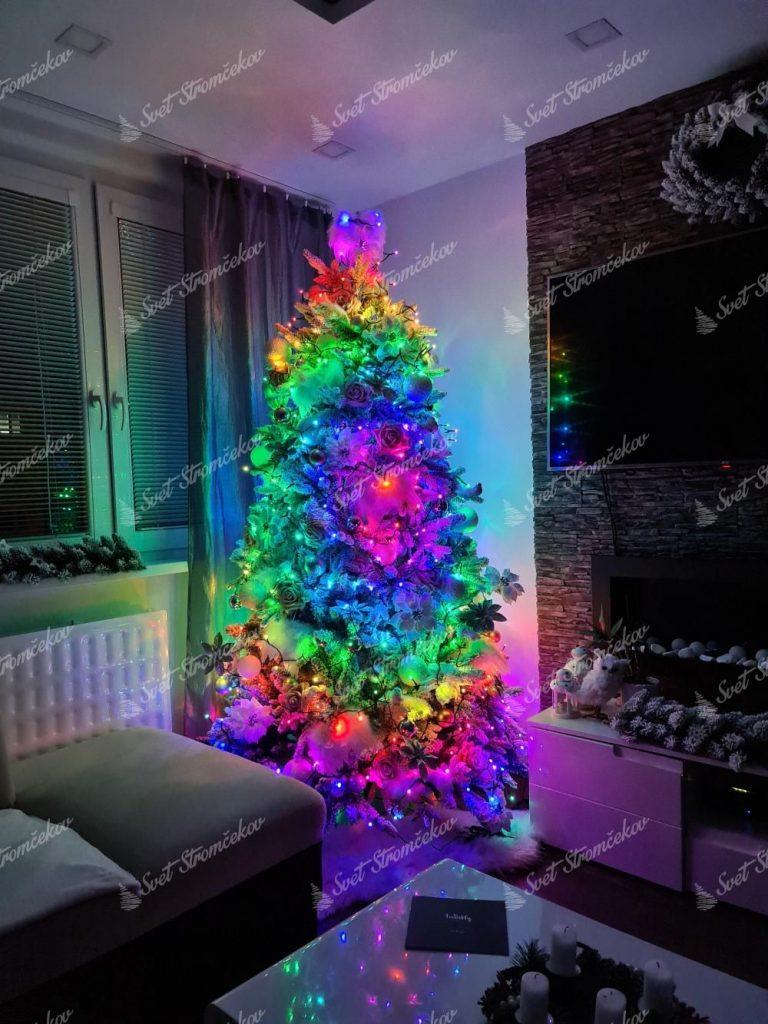 Vianočné osvetlenie na stromček farebné, Twinkly strings multicolor. Disponuje širokou škálou farieb, ktoré môžete medzi sebou kombinovať a prepínať.