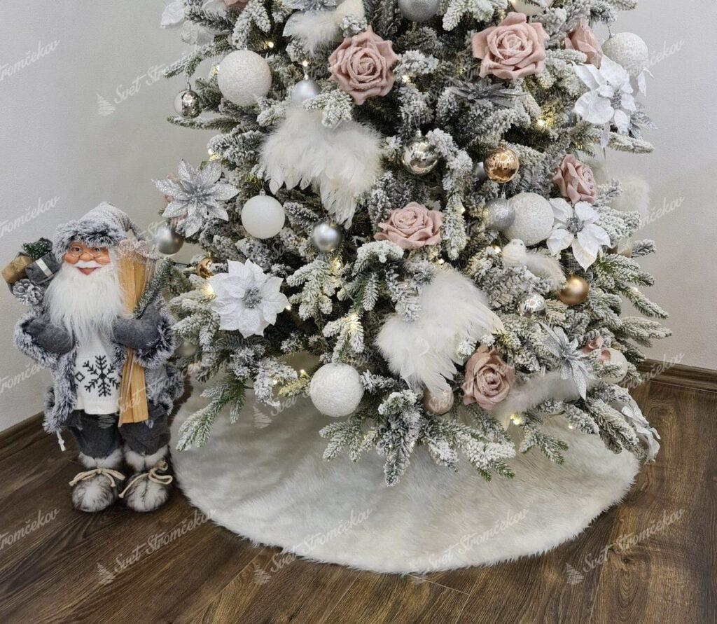 Biela kožušina pod vianočný stromček